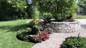 Curved-Large-Stone-Retaining-Wall